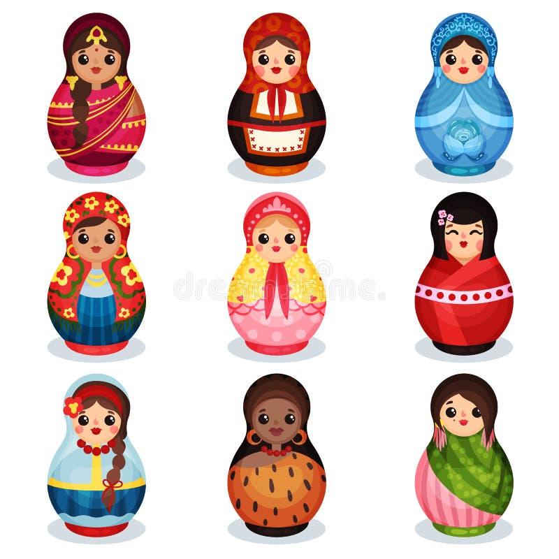 Le bambole di incastramento hanno messo, matryoshka di legno in costumi variopinti dell'illustrazione differente di vettore dei p illustrazione vettoriale