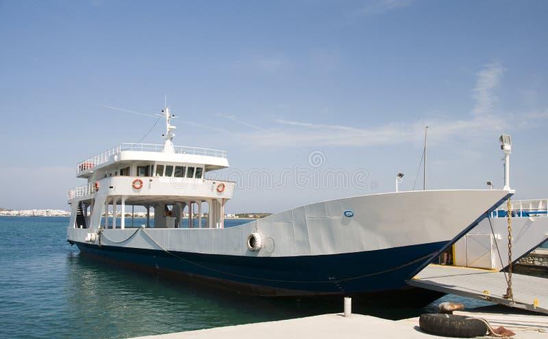 Le banlieusard de véhicule et de passager transportent en bac les îles grecques photographie stock