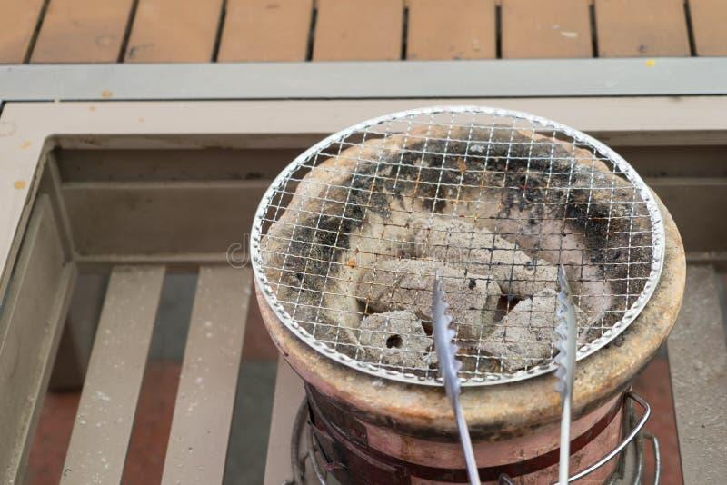 le barbecue de fourneau préparent des pinces mangent faire cuire le repas image stock