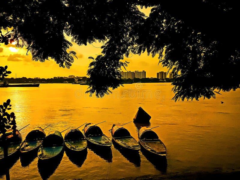 Le barche in fiume fotografie stock libere da diritti