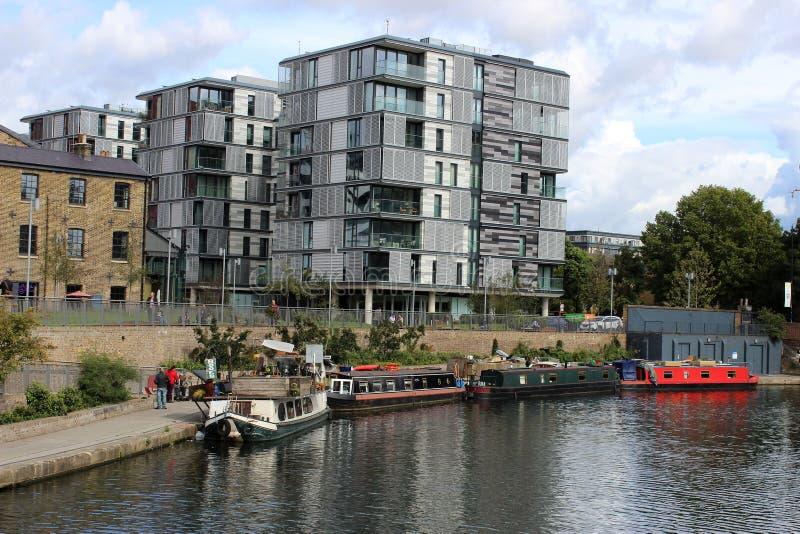 Le barche sul canale reggente del ` s al ` s di re di Londra attraversano fotografia stock libera da diritti