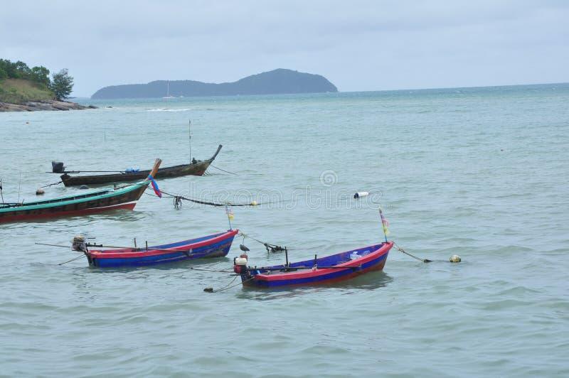 Le barche sulla spiaggia immagine stock