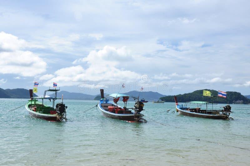 Le barche sulla spiaggia fotografie stock
