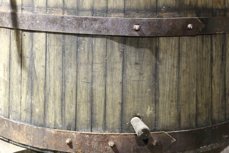 le baril pour l'assaisonnement du vin fin dans un vin européen cel photographie stock