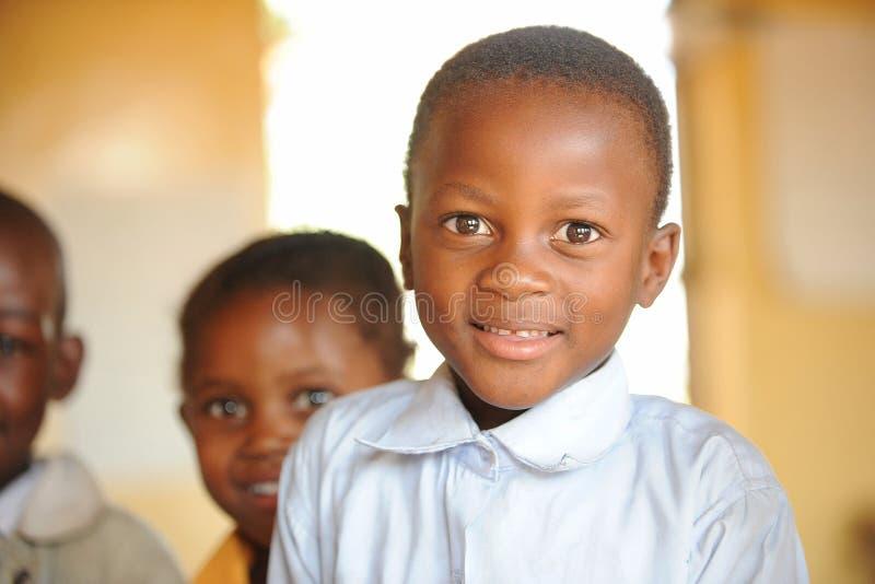 le barn för afrikansk pojkeskola royaltyfri fotografi