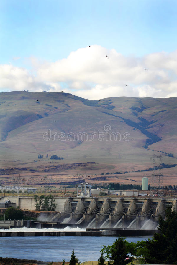 Le barrage de Dalles images libres de droits