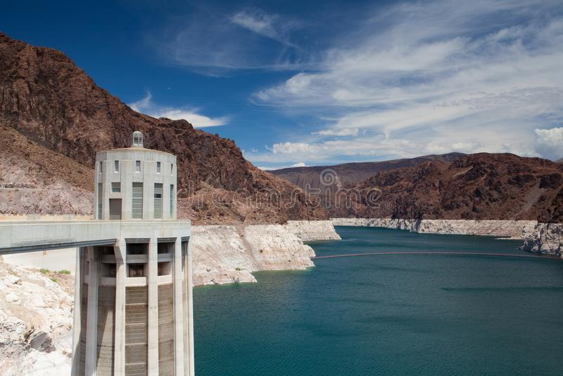 Le barrage de Hoover domine sur le Lake Mead bleu, Etats-Unis image stock
