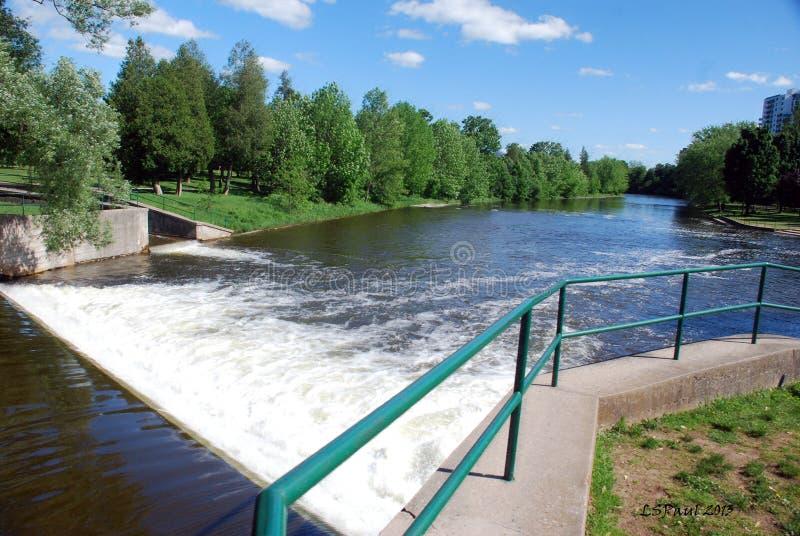 Le barrage de rivière de vitesse, Guelph, DESSUS images libres de droits