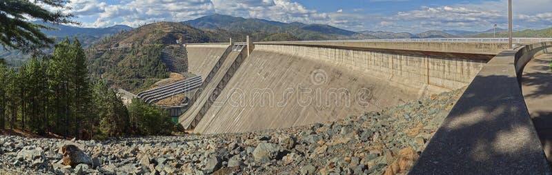 Le barrage majestueux de Shasta images stock