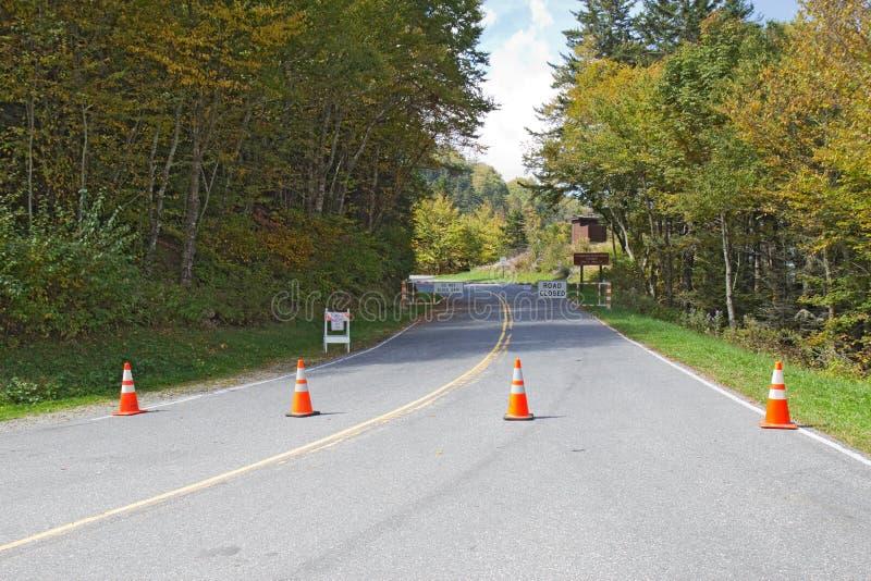 Le barriere bloccano la strada alla cupola di Clingmans in montagne fumose p immagine stock