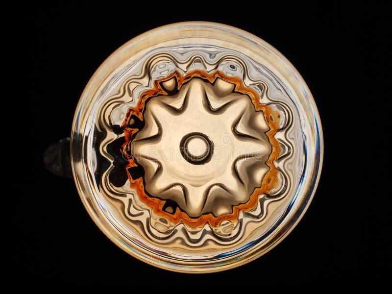 Le bas de la tasse de bière en verre modelé image stock