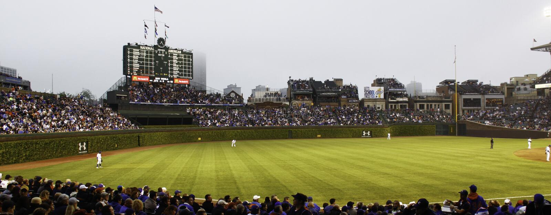 Le base-ball - Chicago Cubs - Wrigley mettent en place le terrain extérieur photos stock