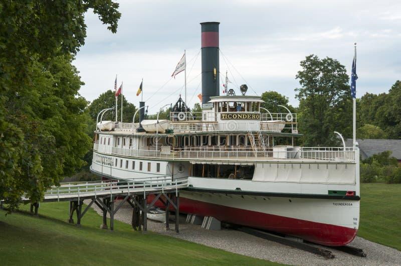 Le bateau à vapeur de Ticonderoga sur l'affichage au musée de Shelburne image stock