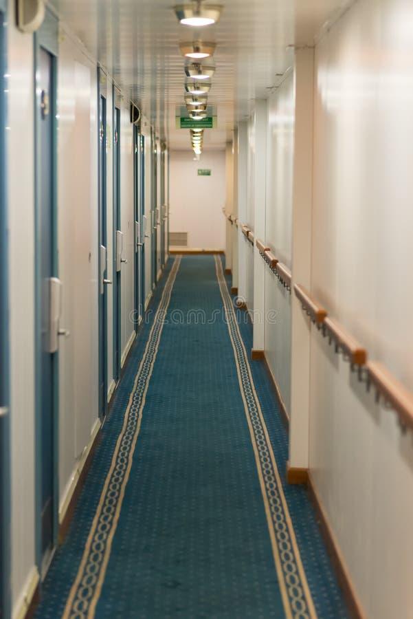 Download Le bateau photo stock. Image du couloir, salles, décoratif - 45368224