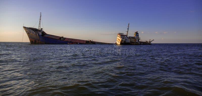 Le bateau abandonné dans le delta de Danube photographie stock libre de droits