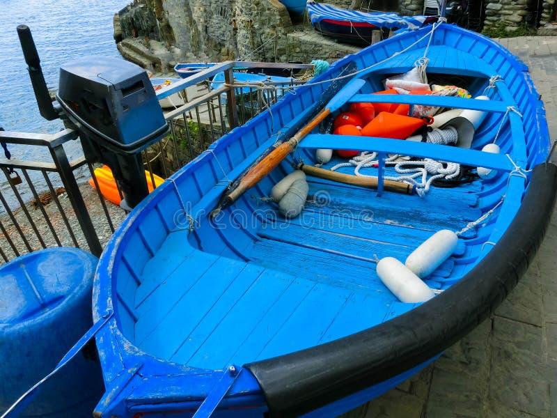 Download Le Bateau Bleu De Poissons Chez Riomaggiore, Cinque Terre National Park, Ligurie, La Spezia Image stock - Image du histoire, village: 87709553