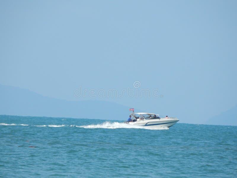 Le bateau dans la mer en Asie photo libre de droits