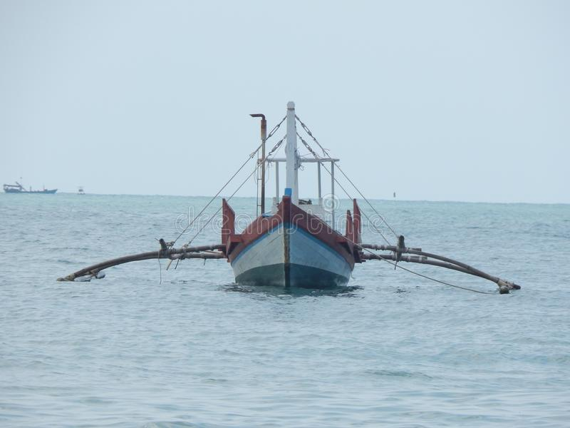 Le bateau dans la mer en Asie photographie stock