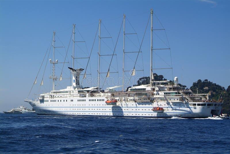 Le bateau de croisière Club Med 2 a ancré dans la baie de Portofino photos libres de droits