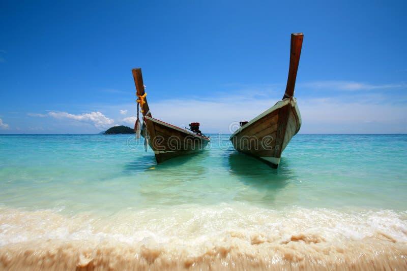 Le bateau de long-arrière photo libre de droits