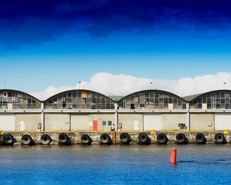 Le bateau de Trondheim accouple le fond de pilier photographie stock libre de droits