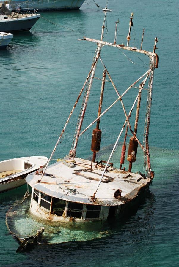 Le bateau submergé photo libre de droits