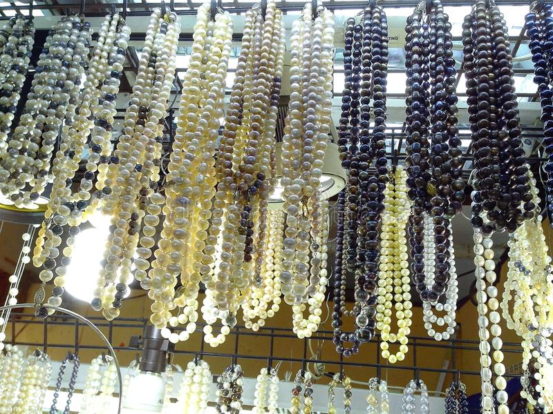 Le bazar fait des emplettes au centre commercial de greenhills à San Juan, Philippines image stock