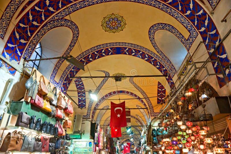 Le bazar grand fait des emplettes à Istanbul. photographie stock libre de droits