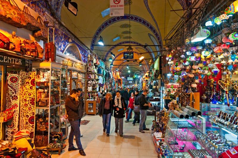 Le bazar grand fait des emplettes à Istanbul. photographie stock