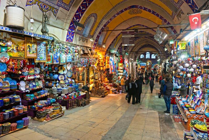 Le bazar grand fait des emplettes à Istanbul. image libre de droits