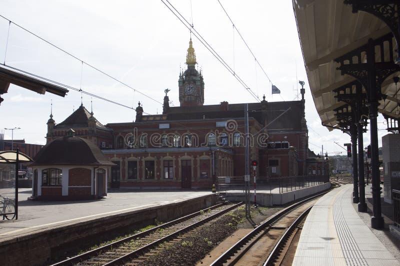 Le beau bâtiment de la gare ferroviaire centrale à Danzig poland photographie stock libre de droits