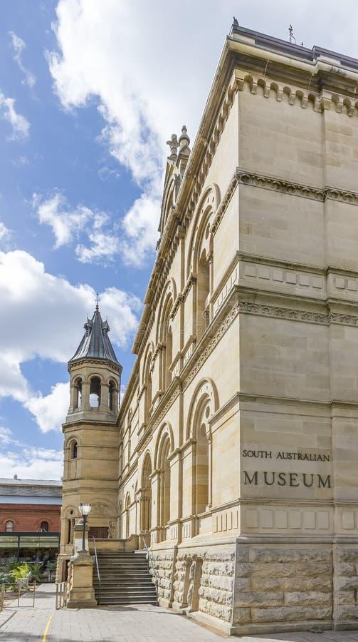 Le beau bâtiment du musée australien du sud à Adelaïde, en Australie du sud, un jour ensoleillé et un ciel bleu photo stock