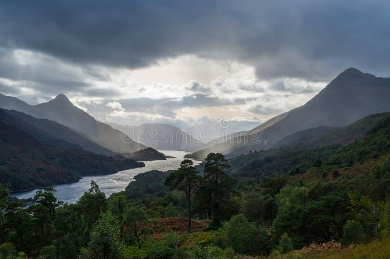 Le beau coucher du soleil au loch leven en Ecosse, grand Brittain image libre de droits