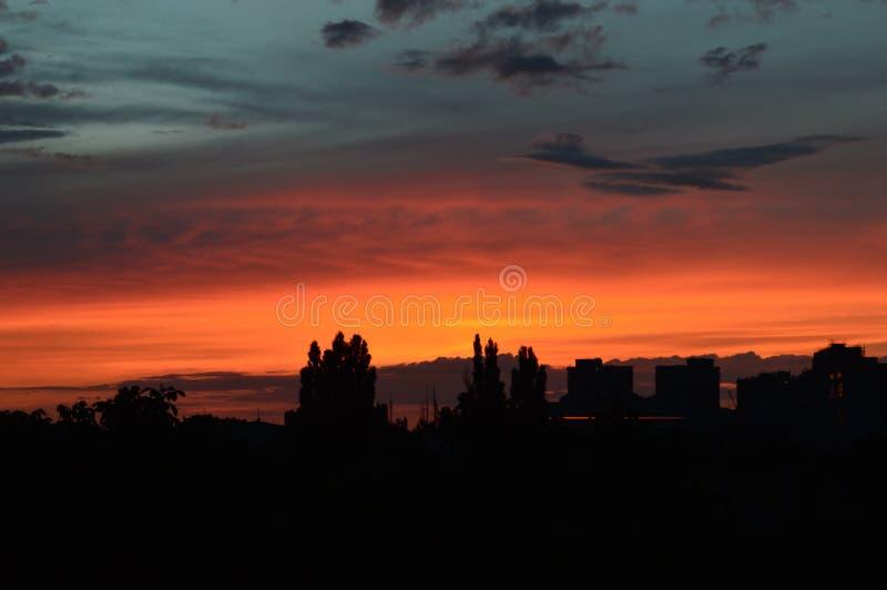 Le beau coucher du soleil dans Moldau image libre de droits