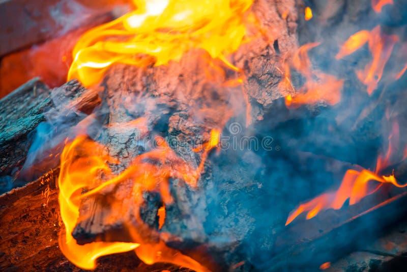Le beau feu brûlant images libres de droits