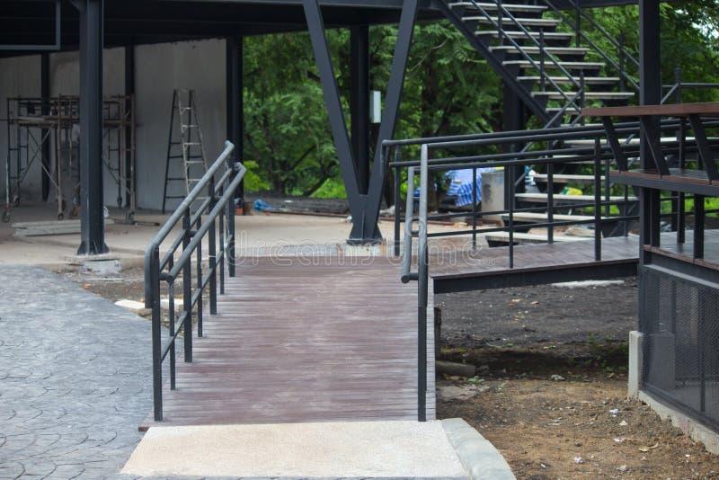 Le beau grenier moderne, vue d'escalier photographie stock libre de droits