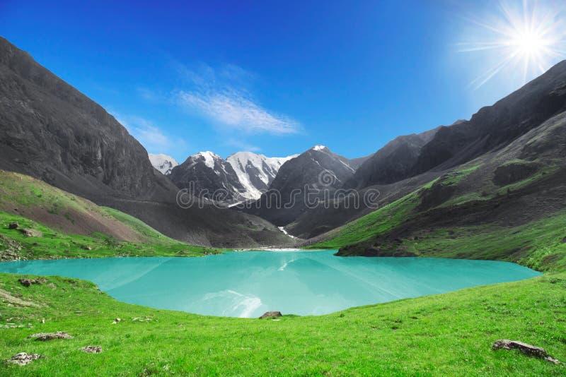 Le beau lac de montagne image libre de droits
