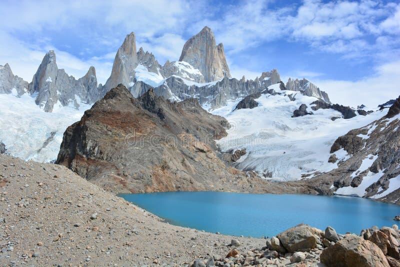 Download Le Beau Lac Et Fitz Roy Font Une Pointe à L'intérieur Du Parc National De Glaciares, EL Chaltén, Argentine Image stock - Image du backpacking, trekking: 87704447