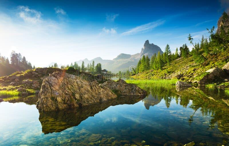 Le beau Lago Di federa See tôt le matin photos stock
