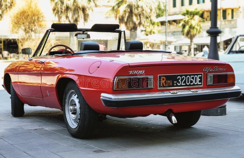 Le beau modèle rouge Alfa Romeo 1300 de voiture a également appelé Duetto a fabriqué par Alfa Romeo italien depuis 1966 photos stock
