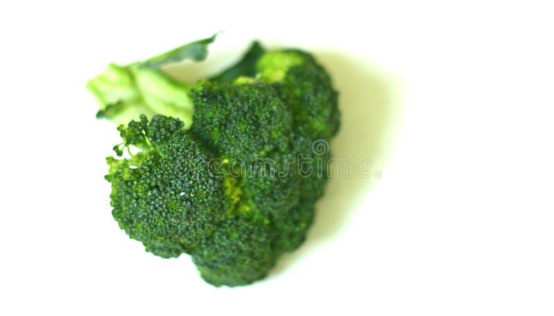 Le beau, organique brocoli d'isolement fraîchement lavé a tiré 1 photo stock