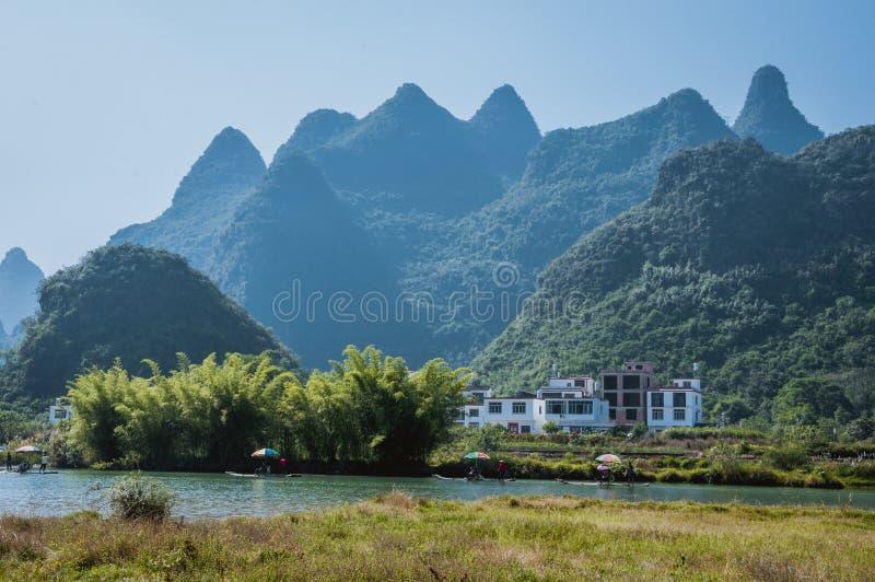 Le beau paysage de montagnes en été photo stock