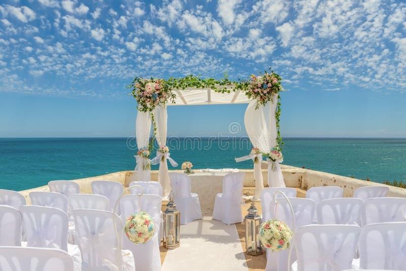 Le beau paysage pour un mariage arque en couleurs Sur le cap Senhora DA Rocha image stock