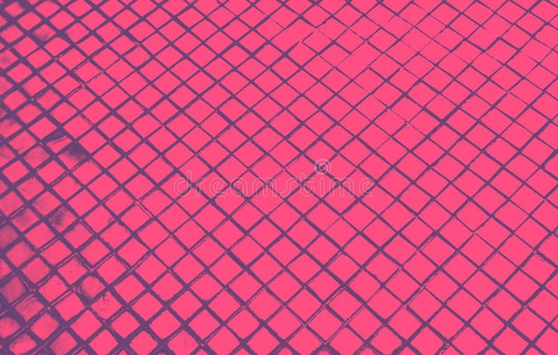 Le beau plan rapproché donne aux tuiles abstraites et au fond en verre noir foncé de mur de modèle de couleur rose et au papier p illustration stock