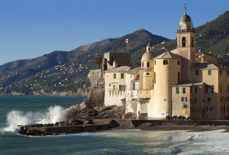 Le beau village de Camogli, près de Gênes, l'Italie photographie stock libre de droits