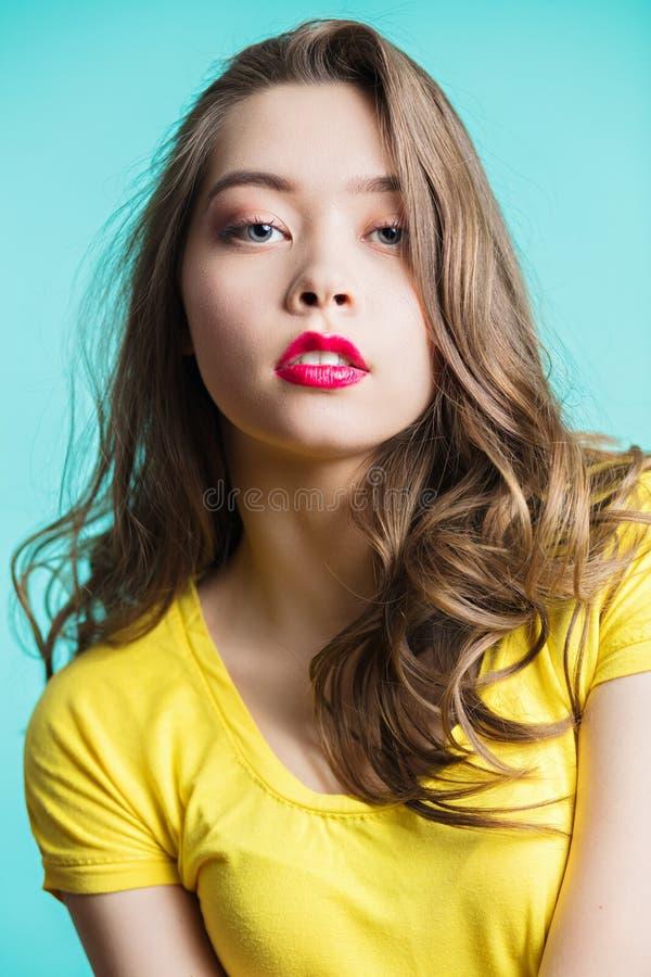 Le beau visage de femme, se ferment vers le haut du portrait image libre de droits