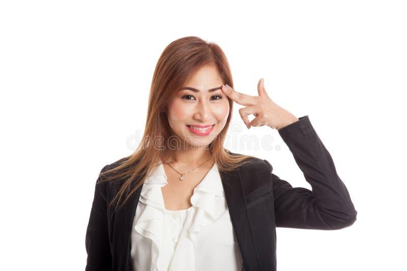 Le belle giovani dita asiatiche della tenuta della donna in pistola gesture immagini stock libere da diritti