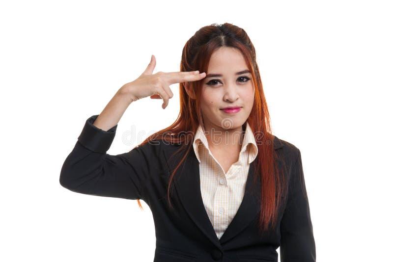 Le belle giovani dita asiatiche della tenuta della donna in pistola gesture immagini stock