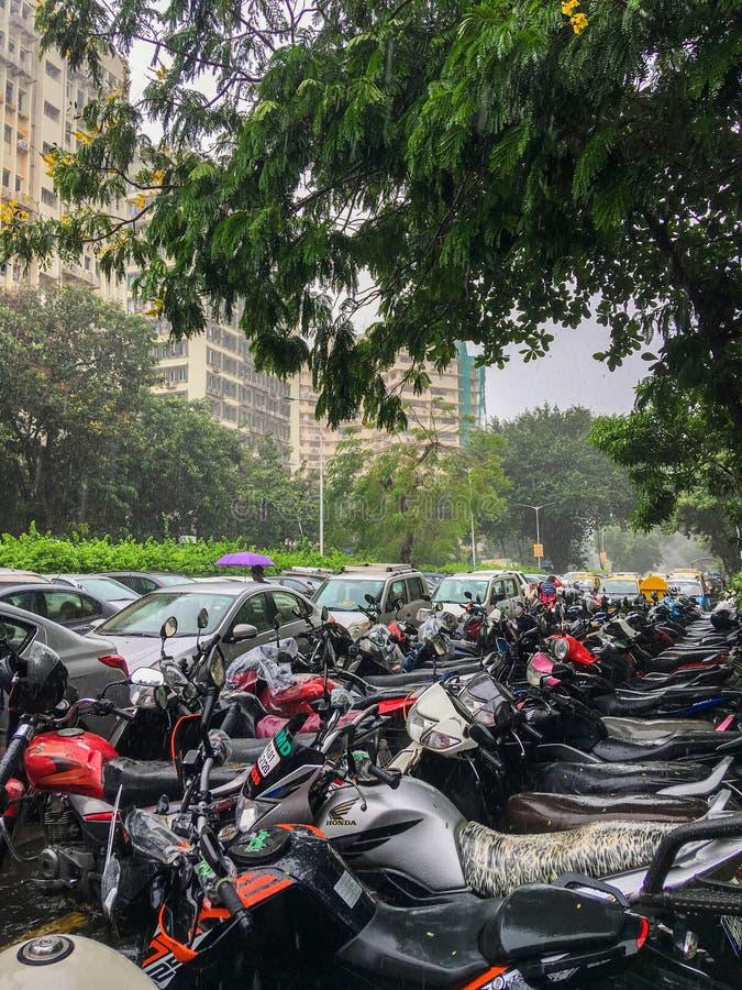 Le BICES et parking chez Nariman Point est un district des affaires dans le maharashtra Inde de Mumbai de mousson images libres de droits