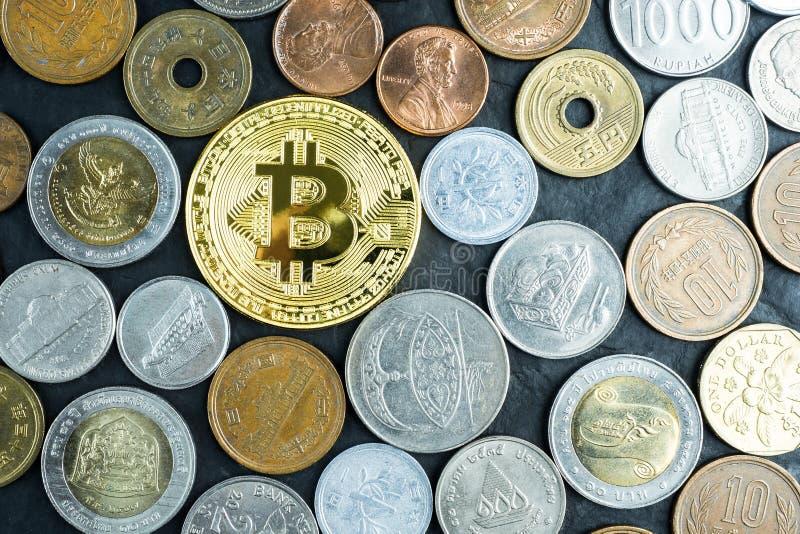 Le bincoin d'or avec l'argent international invente, nouvel amon de devise image stock